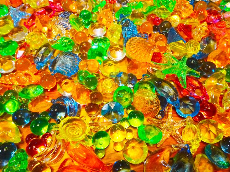 【ジュエルアイス】3歳の女の子が大喜び。宝石すくいの宝石をキロ買いした話。