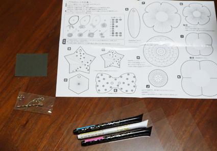 【プラバンアクセサリーキッド】デコレーゼで作るキラキラなプラバンに4歳の娘も大喜び。