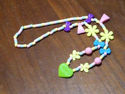 久しぶりのミシンで巾着作りと娘が作ったビーズのネックレス。