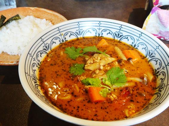 札幌滞在時に一度はスープカレーを食べに行きたい。『らっきょ大サーカス』のスープカレーを食べに行ったよ。
