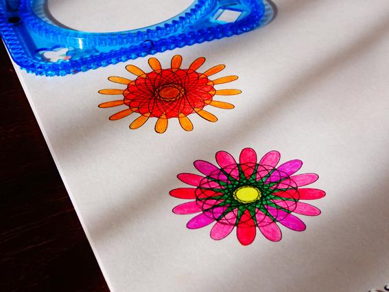 【クルリグラフデラックス】5歳の娘と楽しむスピログラフぬりえ。娘の色彩センスを育てるためにしている事。