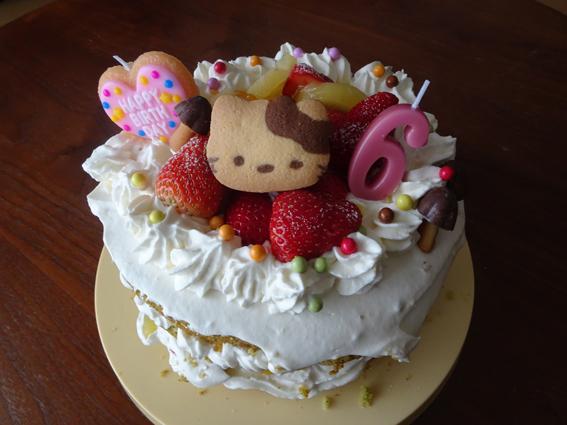 娘の6歳のバースデーケーキ作り。