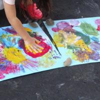 4歳の娘とのフィンガーペイントと色水遊び。フィンガーペイント材を手作りしたよ。