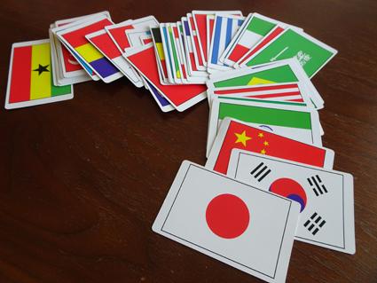 国旗に興味津々の5歳の娘。kodomoeの付録のこっきえほんとダイソーの国旗カードにハマる。