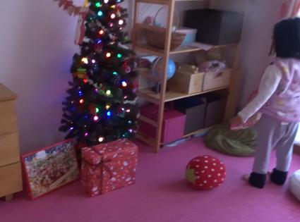 【クリスマス】サンタさんからのプレゼントを目の前にしてまさかの素通り。娘は何を思ったのか。【2018年】
