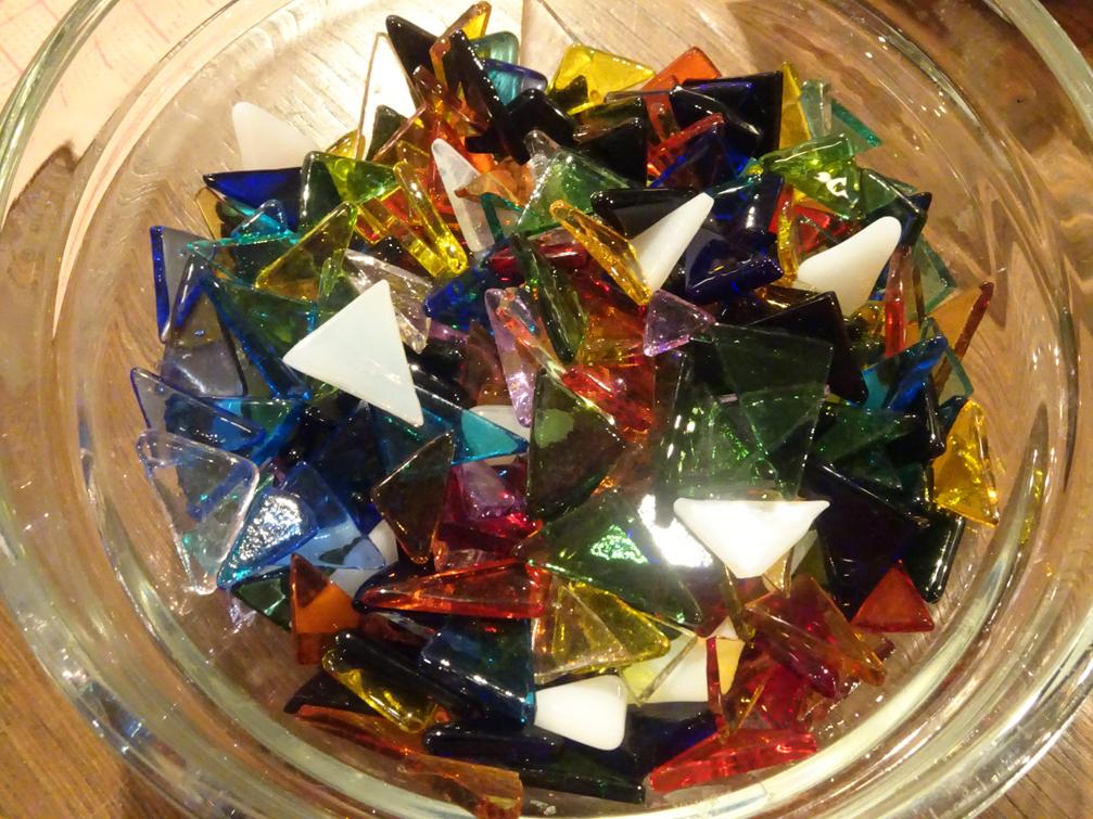 【ワークショップ】大正硝子でジュエリーBOXにデコレーション。ガラスアートを楽しみました。【年長夏休み】