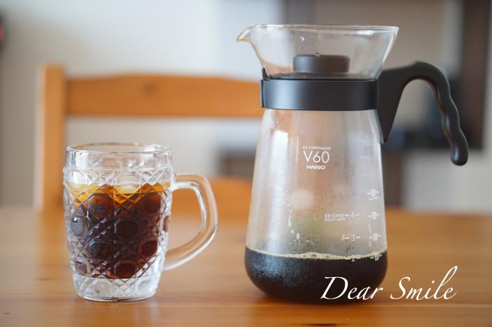 ドリップしながら冷やす急冷式のアイスコーヒーメーカーと草津ガラスのタンブラー。